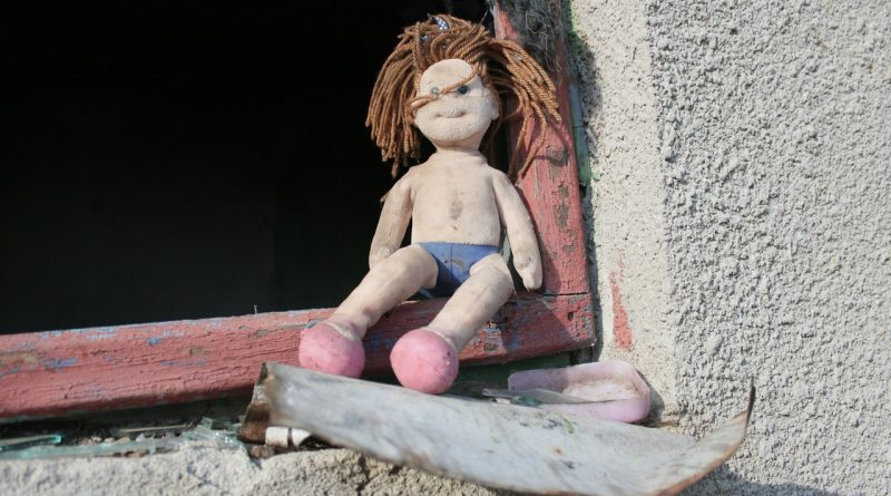 Doll Toys Ugly Old Abandoned  - byrev / Pixabay