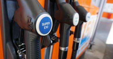 Gas Pump Petrol Stations Refuel  - superanton / Pixabay
