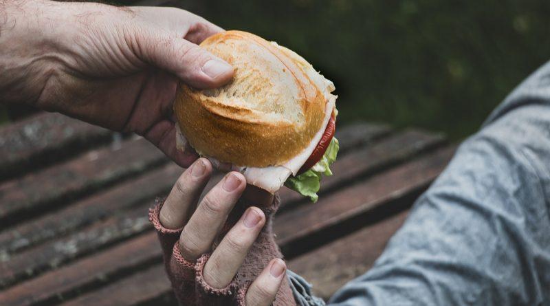 Sandwich Bread Poverty Homeless  - Myriams-Fotos / Pixabay